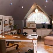 欧式斜顶书房设计