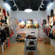 精心设计的韩式潮流童装店