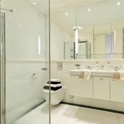 纯情白色卫生间设计效果图