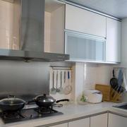 现代公寓厨房简约橱柜欣赏