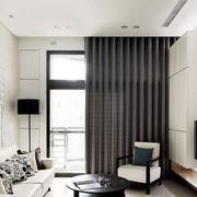 新房客厅灰色窗帘展示