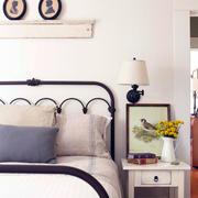 样板房卧室床头柜装修