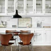 白色小户型典雅客厅设计