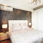 跃层卧室床头背景墙欣赏