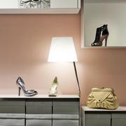 服装店鞋柜展示区设计