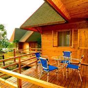 木屋阳台桌椅摆放欣赏