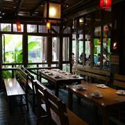 餐厅木质餐桌椅欣赏
