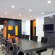 会议室深色桌椅装饰