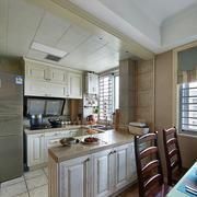 室内U字型开放式厨房