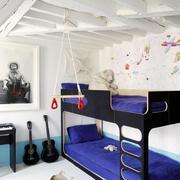 阁楼紫色沙发设计
