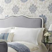 卧室床头精致的墙纸