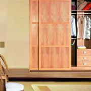 原木色衣柜装修设计