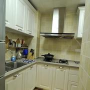 地中海L字型小厨房