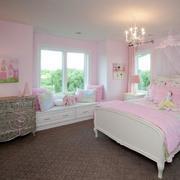 甜美粉色卧室飘窗