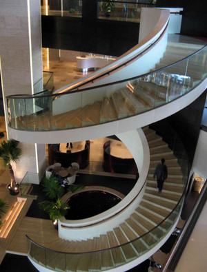 大户型浪漫风格旋转楼梯装修效果图