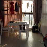 单身公寓飘窗装修图片