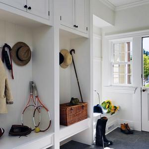 现代二居室玄关鞋柜装修效果图