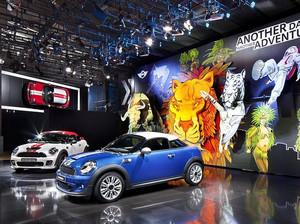 180平米简约时尚汽车展厅效果图装修设计