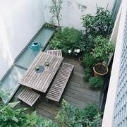 简约风格阳台木制桌椅设计