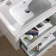 简约风格卫生间白色系柜子设计