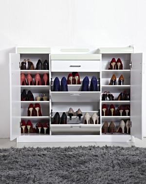 精致唯美的大户型玄关鞋柜装修效果图