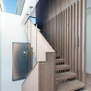 别墅实木小楼梯设计