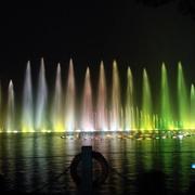色彩鲜艳的喷泉