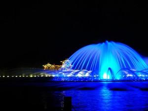 蓝色忧郁的喷泉