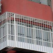 三层楼防盗窗图片