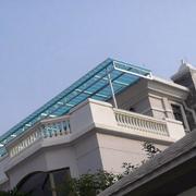 家居顶楼的雨棚设计