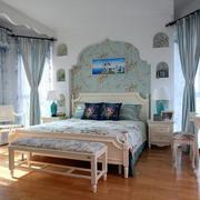 卧室浅色系的窗帘