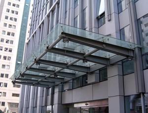 遮风挡雨:实用的玻璃雨棚装修效果图