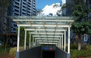 经久耐用的玻璃雨棚装修效果图