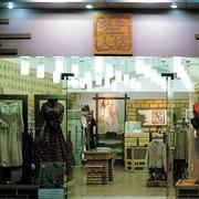 欧式简约服装店玻璃隔断设计