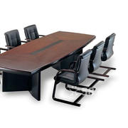 简约风格小型办公会议室桌椅