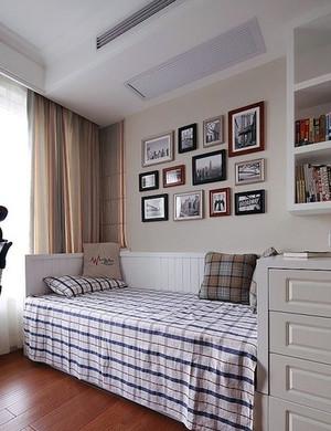 美式风格客厅简约照片墙装修效果图