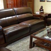 客厅原木皮制沙发设计
