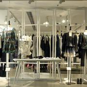 欧式简约风格大型服装店设计