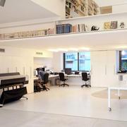 现代简约风格复式办公室桌椅设计