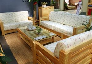 原木浅色客厅沙发设计