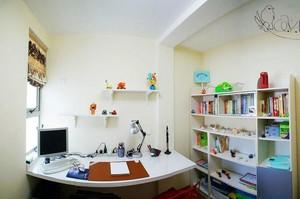精巧装饰的书房家用电脑桌效果图