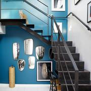 公寓棕色客厅楼梯设计