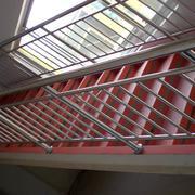 白色简约的楼梯
