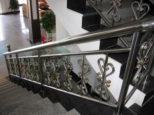 精巧实用的不锈钢楼梯扶手效果图