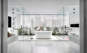 公寓内白色浴缸设计