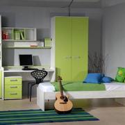 儿童房绿色电脑桌