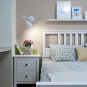 简约款式白色床头柜设计