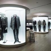 欧式简约服装店展台设计