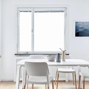 90平米房餐厅白色餐桌展示