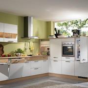 自然时尚的家居厨房